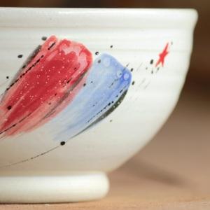 A close-up of a bowl with a full lip and a big, juicy foot