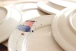 a pile o' plates